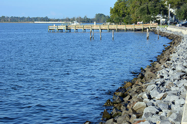 View of the Neuse River from Lou Mac Park in Oriental, NC